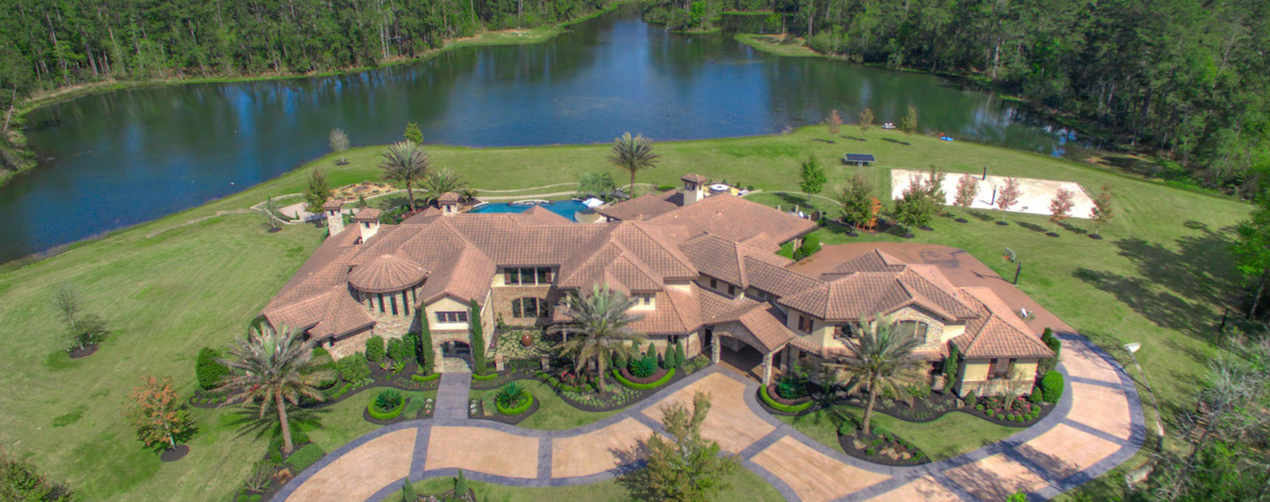 Magnificent Estate in Texas including a Mansion, Lake and Land