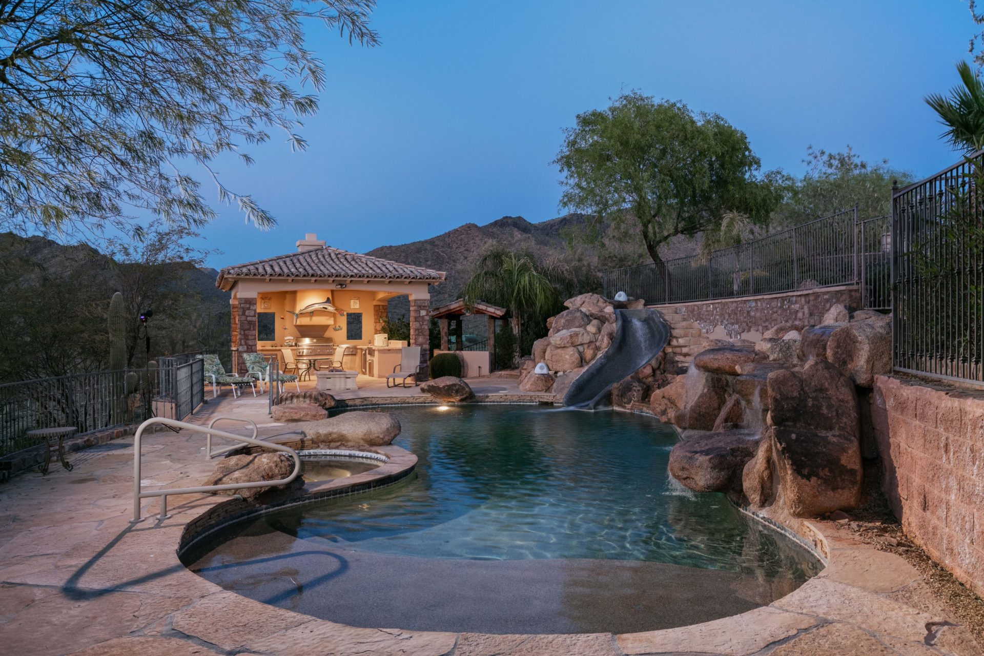 Buying Luxury Homes in Cave Creek