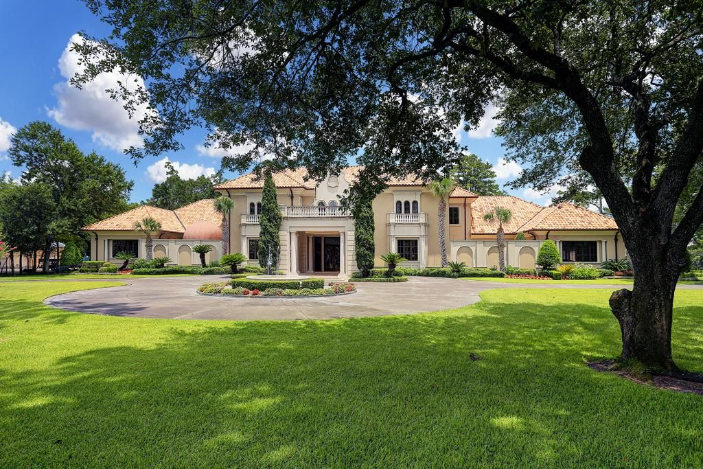 16 E Rivercrest Drive in Houston