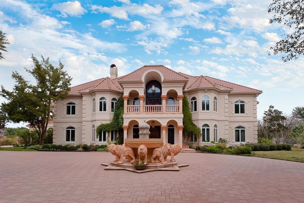 7 Jaw Dropping Golf Properties For Sale Near Houston Texas